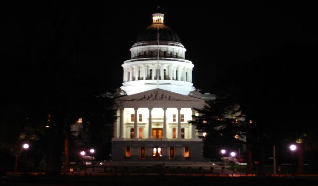 California State Capitol Building at night, Sacramento (DSC00232)