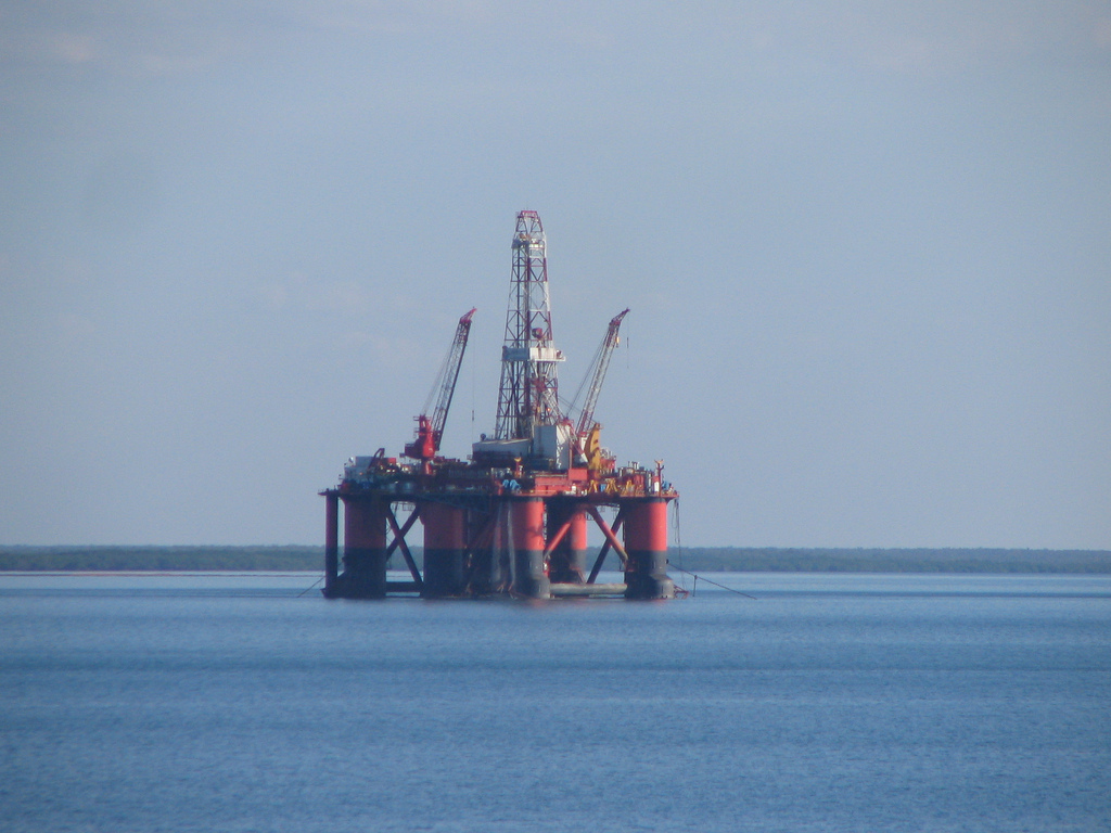Oil Rig Maintenance in Darwin Harbour May 2006